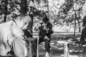 Algimantas Aleksandravičius ir Juozas Miltinis. Skaistakalnio parkas, Panevėžys. 1992 m.