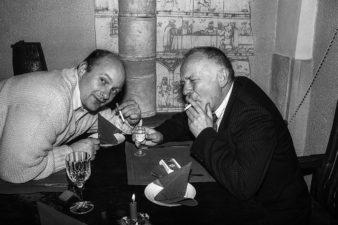 Lietuvos nacionalinės kultūros ir meno premijos laureatai Algimantas Aleksandravičius ir Petras Repšys. Algimanto galerija, Panevėžys. 1995 m.