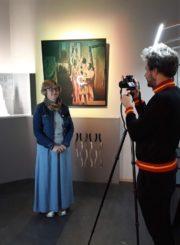 Filmavimo akimirka. Nuotraukoje muziejaus direktoriaus pavaduotoja-vyriausioji fondų saugotoja J. Gaidelienė ir videografas V. Tinteris (aut. A. Šablinskienė)