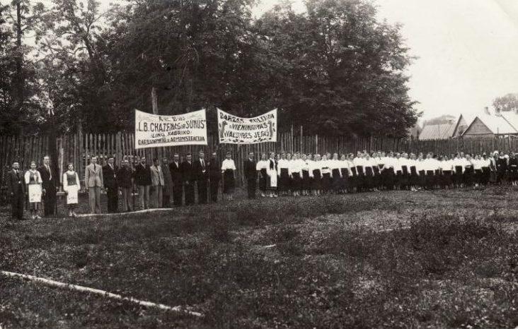"""""""L.B. Chazenas ir sūnūs"""" įmonės darbuotojai. Nuotrauka iš Panevėžio kraštotyros muziejaus rinkinių"""