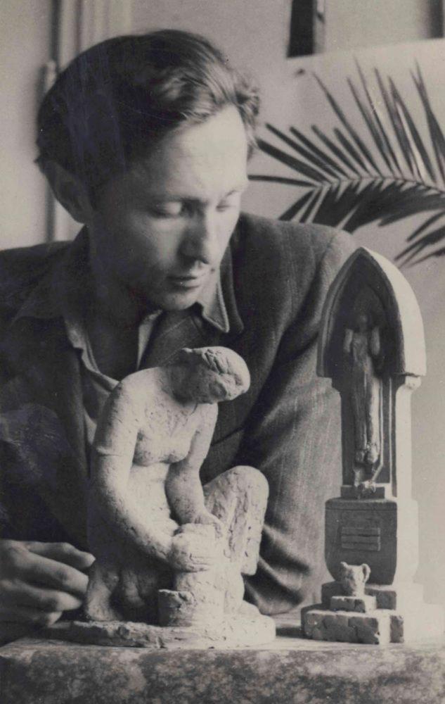 Juozas Kėdainis dirbtuvėje prie darbų. 1939 m. Kupiškio rajono savivaldybės viešoji biblioteka. Juozo Kėdainio rankraščių fondas F-10
