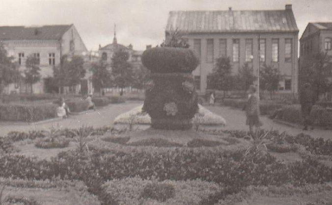 Lenino aikštė. 1949 m. Nuotrauka iš Panevėžio kraštotyros muziejaus rinkinių