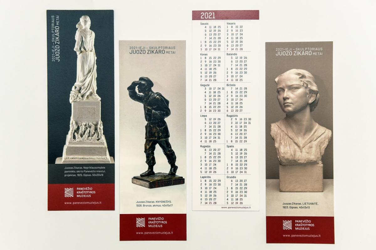 Panevėžio kraštotyros muziejaus išleisti skirtukai, iliustruoti muziejuje saugomų J. Zikaro kūrinių reprodukcijomis. G. Kartano nuotrauka