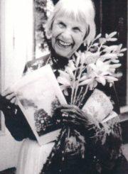 Halina Didžiulytė-Mošinskienė viešnagės Anykščiuose metu. 1992 m. Panevėžio apskrities Gabrielės Petkevičaitės-Bitės viešoji biblioteka, Irenos Didžiulytės-Jurevičienės fondas F5