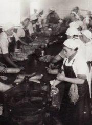 2. Gamybos proceso metu. XX a. 4 deš. Nuotrauka iš Panevėžio kraštotyros muziejaus rinkinių