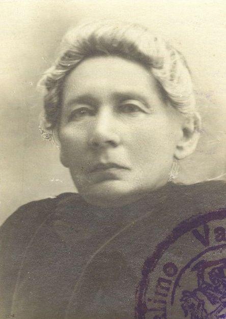 Gabrielė Petkevičaitė-Bitė. Nuotrauka iš G. Petkevičaitei-Bitei 1920 m. liepos 24 d. išduoto vidaus paso kortelės, saugomos Lietuvos literatūros ir meno archyve