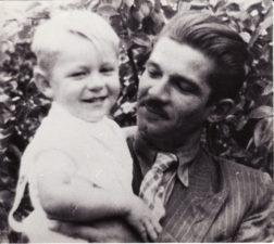 Bronius Babkauskas su sūnumi Aurimu. Apie 1948 m. PAVB FKV-456/38