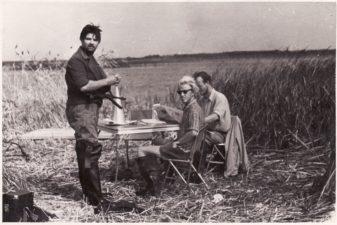 """Bronius Babkauskas (kairėje) – Banditas filme """"Gyvieji didvyriai"""" (3 novelė """"Paskutinis šūvis"""", rež. Arūnas Žebriūnas). 1960 m. PAVB F54-37-4"""