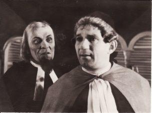 "P. de Beaumarchais ""Sevilijos kirpėjas"" (rež. Vaclovas Blėdis), 1957 m. Kazimieras Vitkus – Don Bazilijo, Bronius Babkauskas – Bartolo. PAVB FKV-140/9-1"