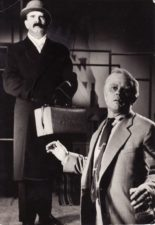 """A. Milleris """"Komivojažerio mirtis"""" (rež. Juozas Miltinis, Vaclovas Blėdis), 1958 m. Bronius Babkauskas – Benas, Donatas Banionis – Vilis Lomenas. Fotogr. Kazimiero Vitkaus. PAVB FKV-459/19"""