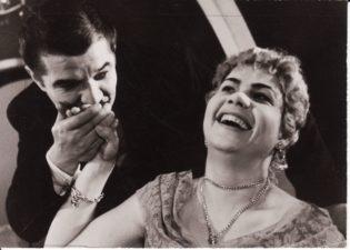 """A. Čechovas """"Ivanovas"""" (rež. Juozas Miltinis), 1960 m. Bronius Babkauskas – Borkinas, Viktorija Vadopolaitė – Babakina. Fotogr. Kazimiero Vitkaus. PAVB FKV-155/9-2"""