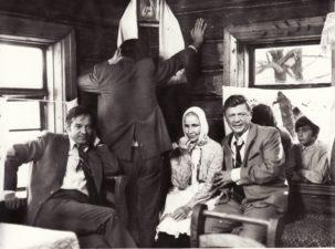 """Bronius Babkauskas (kairėje) – Piotras Guliajevas filme """"Jos sūnų valanda"""" (rež. Viktoras Turovas). 1975 m. PAVB F54-63-3"""