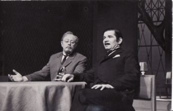"""H. Ibsenas """"Heda Gabler"""" (rež. Juozas Miltinis, Vaclovas Blėdis), 1972 m. Donatas Banionis – Jorgenas Tesmanas, Bronius Babkauskas – Asesorius Brakas. Fotogr. Kazimiero Vitkaus. PAVB FKV-137/11-1"""