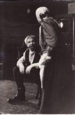 """Vienuolis """"Prieblandoje"""" (rež. Juozas Miltinis 1945–1989 m.), 1970 m. Bronius Babkauskas – Gaška, Eugenija Šulgaitė – Gaškienė. Fotogr. Kazimiero Vitkaus. PAVB FKV-86/1-17"""