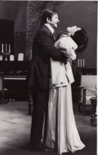 """A. Strindbergas """"Mirties šokis"""" (rež. Juozas Miltinis), 1973 m. Bronius Babkauskas – Kurtas, karantino viršininkas, Dalia Melėnaitė – Alisa, Edgaro žmona, buvusi aktorė. Fotogr. Kazimiero Vitkaus. PAVB FKV-200/10-5"""