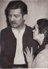 """Bronius Babkauskas – Vilkišius, Gražina Balandytė – Irena filme """"Svetimi"""" (rež. Marijonas Giedrys). 1961 m. PAVB F54-38-3"""