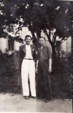 Bronius Babkauskas (kairėje) su neatpažintu asmeniu. PAVB FKV-456/33