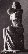 """Antkapinis paminklas aktoriui Broniui Babkauskui – skulptoriaus Juozo Lebednyko """"Liūdinti mūza Melpomenė"""". Panevėžys, 1976 m. Fotogr. Edvardo Koriznos. PAVB F54-18"""