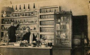 2. Tarpukario bufete. 1927 m. Nuotrauka iš P. Kaminsko kolekcijos