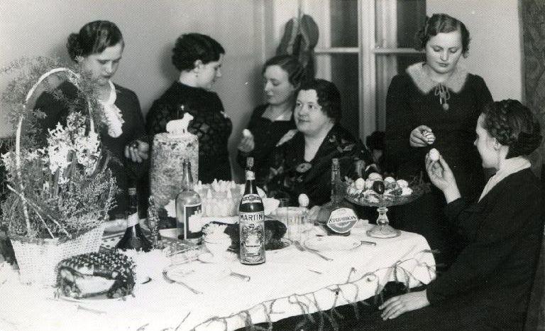"""1. Šv. Velykų šventė """"Vienybės"""" restorane. 1934 m. Nuotrauka iš P. Kaminsko kolekcijos"""