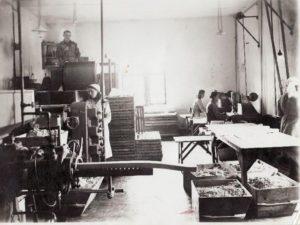 2. Muilo gamybos procesas. Nuotrauka iš Panevėžio kraštotyros muziejaus rinkinio