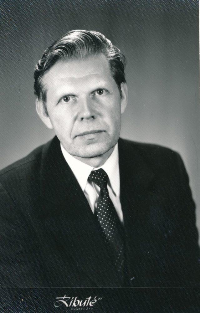 """Vytautas Juškevičius. Fotoateljė """"Žibutė"""". Panevėžys. Apie 1990 m. Panevėžio apskrities Gabrielės Petkevičaitės-Bitės viešoji biblioteka, Vytauto Juškevičiaus fondas F82-127/2"""