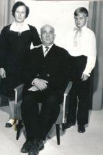 Marijona, Nikodemas ir Vilmantas Ratkai. Vilmanto pirmoji komunija