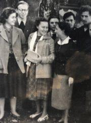 Vilniaus universiteto Istorijos-filologijos fakulteto studentas Česys Gediminas Cemnolonskis (kairėje) su studijų draugais. Apie 1961–1962 m. Kęstučio Cemnolonskio asmeninis archyvas