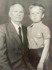 Česys Gediminas Cemnolonskis su sūnumi Kęstučiu. 1990 m. Kęstučio Cemnolonskio asmeninis archyvas