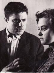 """M. Šolochovas """"Pakelta velėna"""" (rež. Juozas Miltinis), 1964 m. Donatas Banionis – Semionas Davydovas, Gražina Urbonavičiūtė – Varia. Fotogr. Kazimiero Vitkaus. PAVB FKV-173/4-1"""