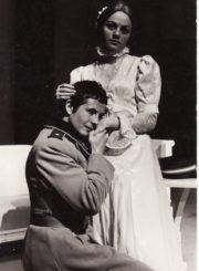 """A. Strindbergas """"Mirties šokis"""" (rež. Juozas Miltinis), 1973 m. Benediktas Povilaitis – Alanas, Kurto sūnus, Gražina Urbonavičiūtė – Judita, Edgaro duktė. Fotogr. Kazimiero Vitkaus. PAVB FKV-200/7-1"""