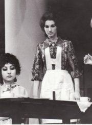 """F. Hochwälderis """"Nekaltasis"""" (rež. Juozas Miltinis), 1979 m. Rima Šataitė – Kristinė, Erdmanų duktė, Loreta Jasikevičiūtė – Micė, tarnaitė, – aktorė Gražina Urbonavičiūtė – Šarlotė, Kristiano Erdmano žmona. Fotogr. Kazimiero Vitkaus. PAVB FKV-219/33-1"""