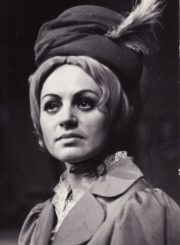 """H. Ibsenas """"Heda Gabler"""" (rež. Juozas Miltinis), 1972 m. Gražina Urbonavičiūtė – Ponia Elvsted. Fotogr. Kazimiero Vitkaus. PAVB FKV-138/3-2"""